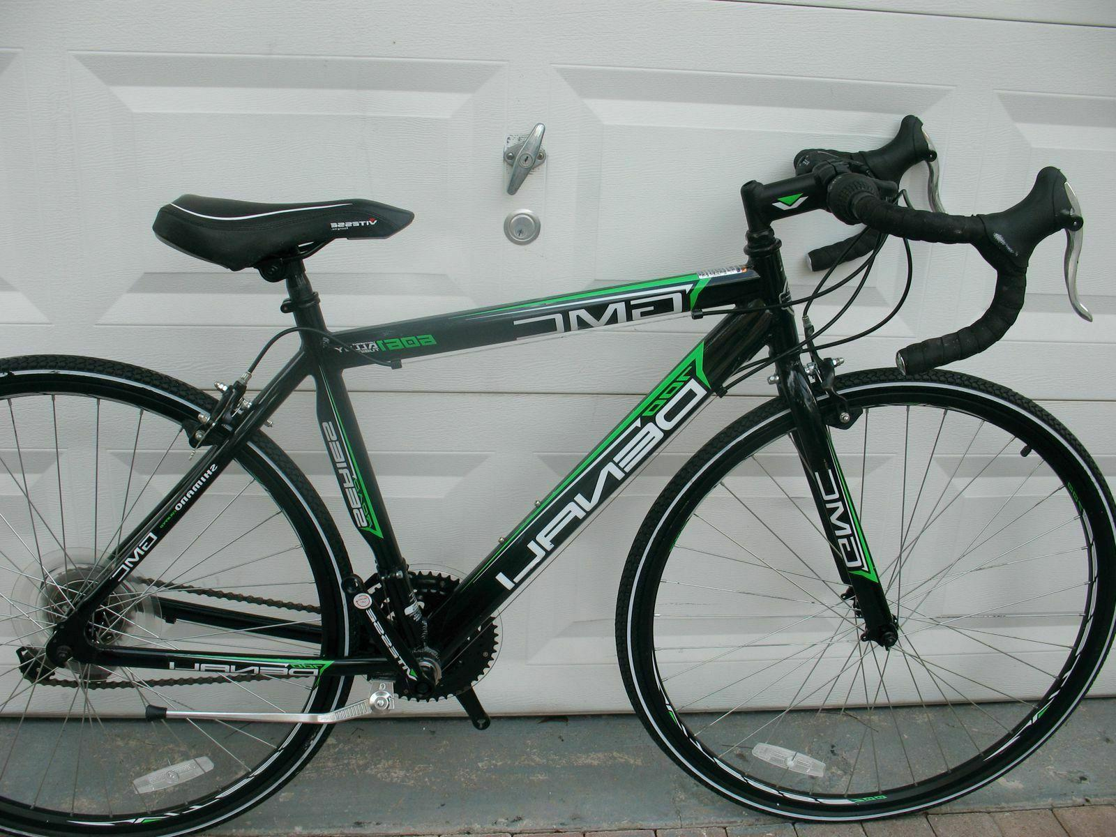 GMC ADULT DENALI ROAD BLACK/GREEN NEVER USED NEED PEDALS